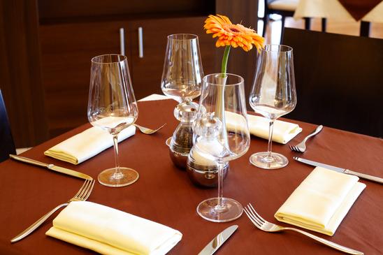 Elegantia Restaurant Modern Table Settings